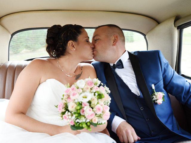 Le mariage de Loïc et Anaïs à Pélussin, Loire 40