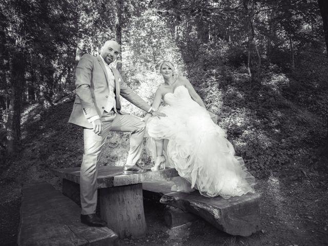 Le mariage de Elie et Gaëlle à Saint-Martin-la-Plaine, Loire 32