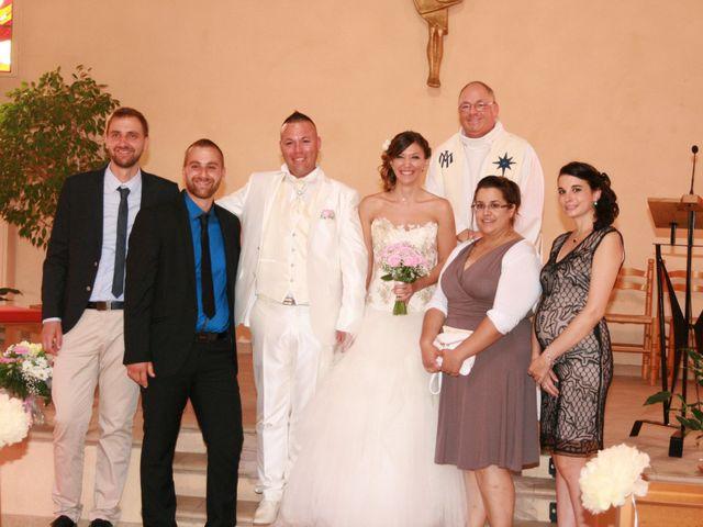 Le mariage de Damien et Julie à Entressen, Bouches-du-Rhône 3