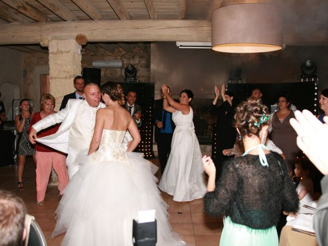 Le mariage de Damien et Julie à Entressen, Bouches-du-Rhône 10