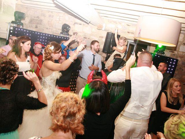 Le mariage de Damien et Julie à Entressen, Bouches-du-Rhône 11