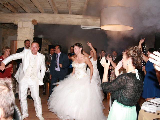 Le mariage de Damien et Julie à Entressen, Bouches-du-Rhône 12