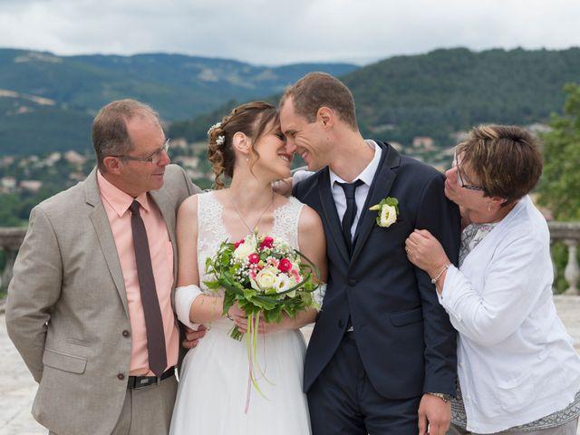Le mariage de Loïc et Clothilde à Saint-Clair, Ardèche 23