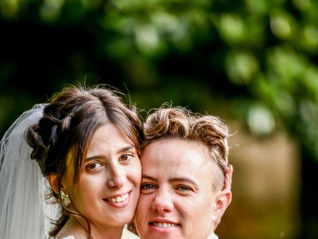 Le mariage de Camille et Stéphanie à Naintré, Vienne 74