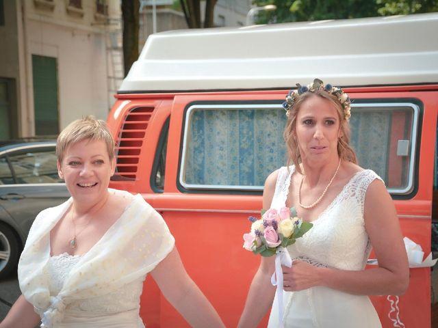 Le mariage de Cinthia  et Elodie à Bourg-de-Thizy, Rhône 3