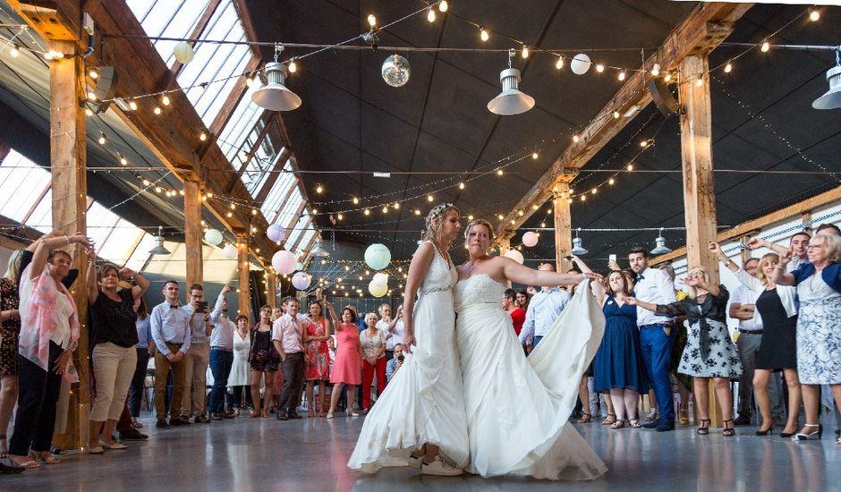 Le mariage de Cinthia  et Elodie à Bourg-de-Thizy, Rhône