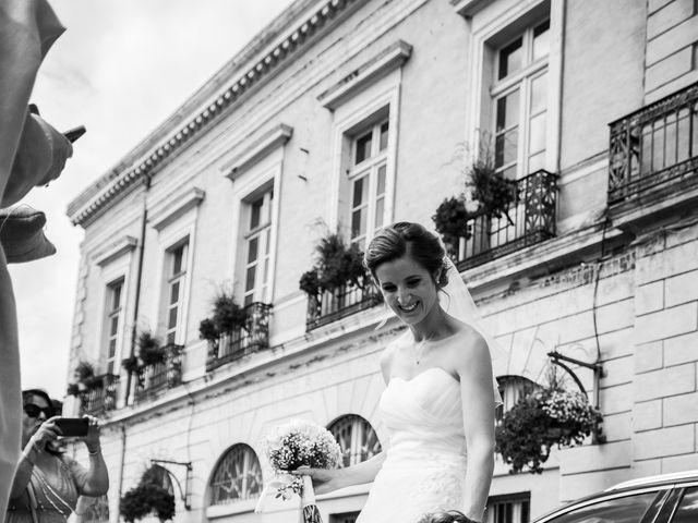 Le mariage de Damien et Elodie à L'Isle-Jourdain, Gers 35