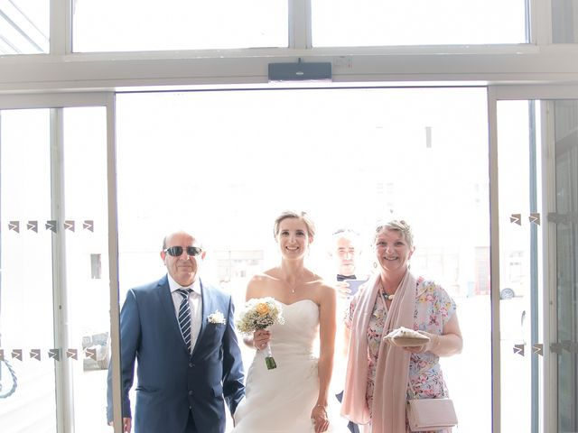 Le mariage de Damien et Elodie à L'Isle-Jourdain, Gers 38