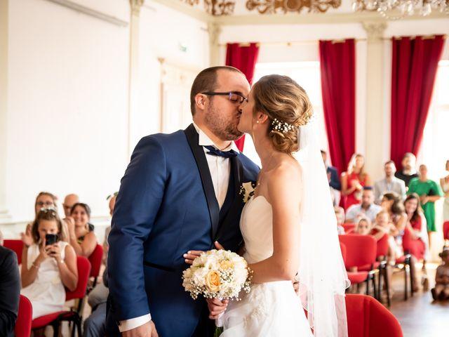 Le mariage de Damien et Elodie à L'Isle-Jourdain, Gers 44