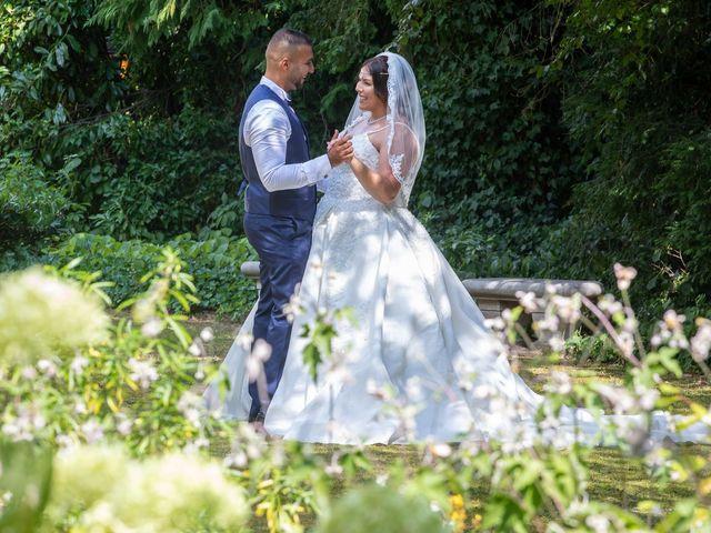 Le mariage de Nour et Zilfuye à Divonne-les-Bains, Ain 26