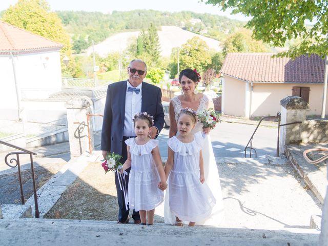 Le mariage de Jonathan et Stéphanie à Saint-Léon-sur-l'Isle, Dordogne 3