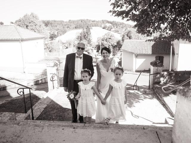 Le mariage de Jonathan et Stéphanie à Saint-Léon-sur-l'Isle, Dordogne 4