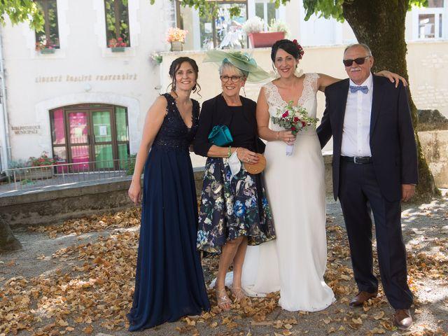 Le mariage de Jonathan et Stéphanie à Saint-Léon-sur-l'Isle, Dordogne 149