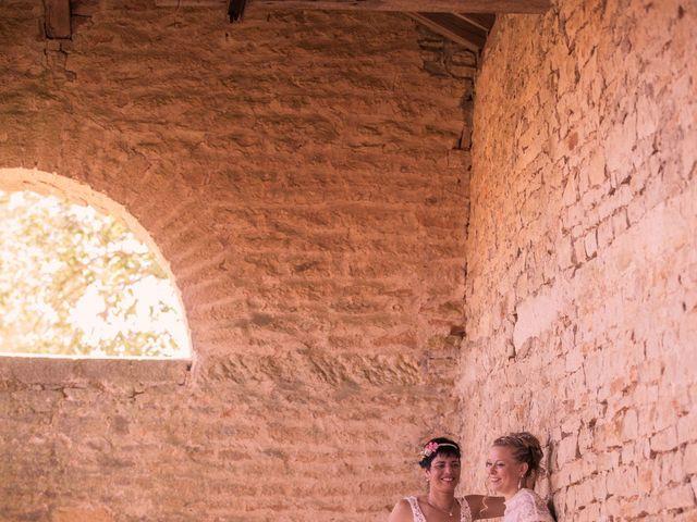 Le mariage de Magali et Nadège à Chaignay, Côte d'Or 23