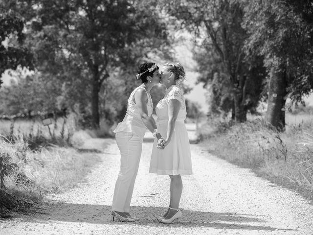 Le mariage de Magali et Nadège à Chaignay, Côte d'Or 25