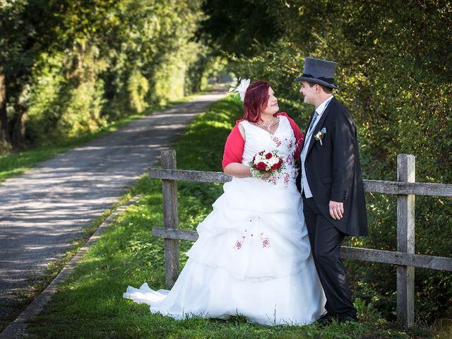 Le mariage de Jimmy et Camille à Dommartin, Ain 2