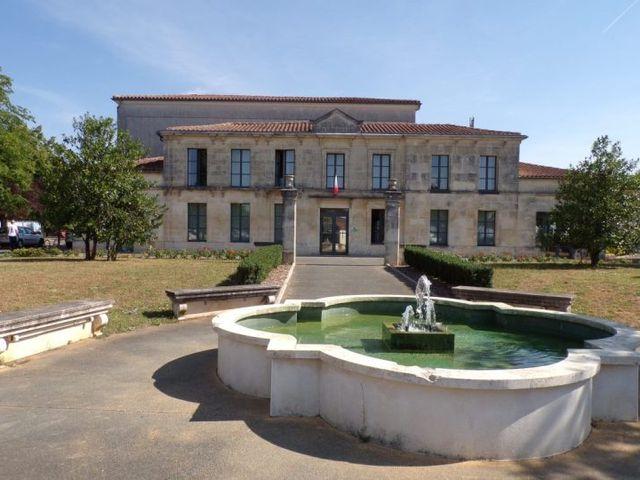 Le mariage de Richard et Nadia à Cherves Richemont, Charente 32