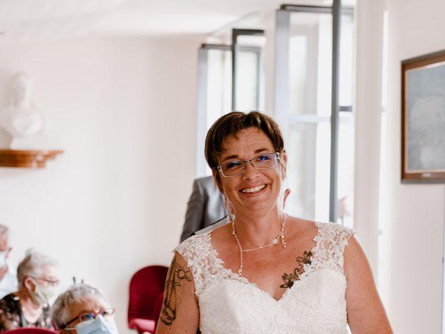 Le mariage de Richard et Nadia à Cherves Richemont, Charente 48
