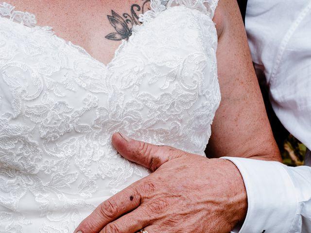 Le mariage de Richard et Nadia à Cherves Richemont, Charente 52