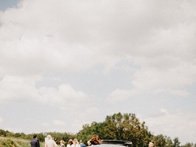 Le mariage de Gauryan et Charlène à Viré, Saône et Loire 32