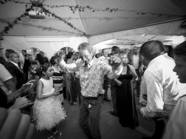 Le mariage de Thomas et Marion à Milhaud, Gard 82
