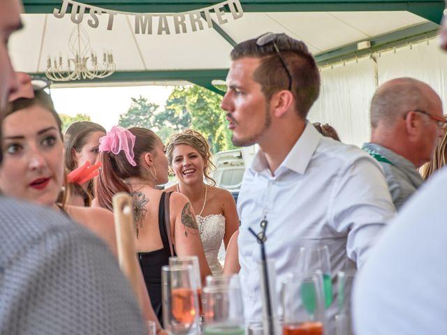 Le mariage de Mickaël et Alexia à Le Vieil-Baugé, Maine et Loire 39