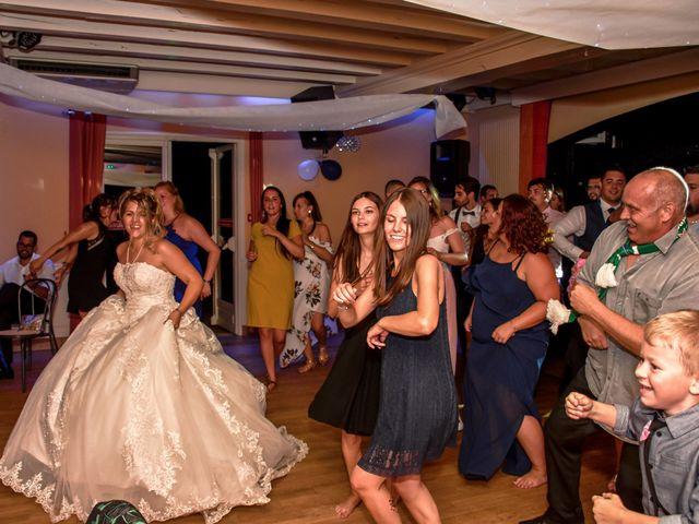 Le mariage de Mickaël et Alexia à Le Vieil-Baugé, Maine et Loire 56