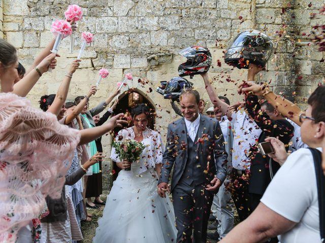 Le mariage de Samuel et Myriam à La Villedieu-du-Clain, Vienne 44