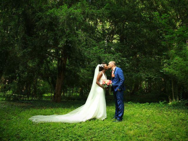 Le mariage de Massira  et Nicolas à Santeny, Val-de-Marne 2