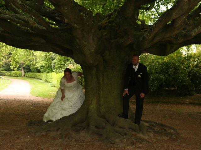 Le mariage de Gregory et Elodie à Bayeux, Calvados 10