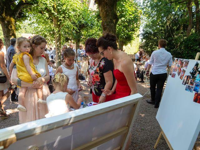 Le mariage de Julien et Anne-Sophie à Vallon-en-Sully, Allier 9
