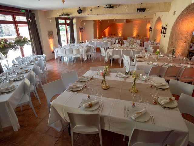 Le mariage de Julien et Anne-Sophie à Vallon-en-Sully, Allier 10