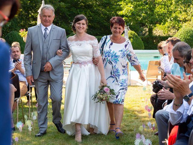 Le mariage de Julien et Anne-Sophie à Vallon-en-Sully, Allier 14