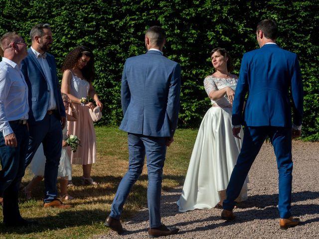 Le mariage de Julien et Anne-Sophie à Vallon-en-Sully, Allier 20