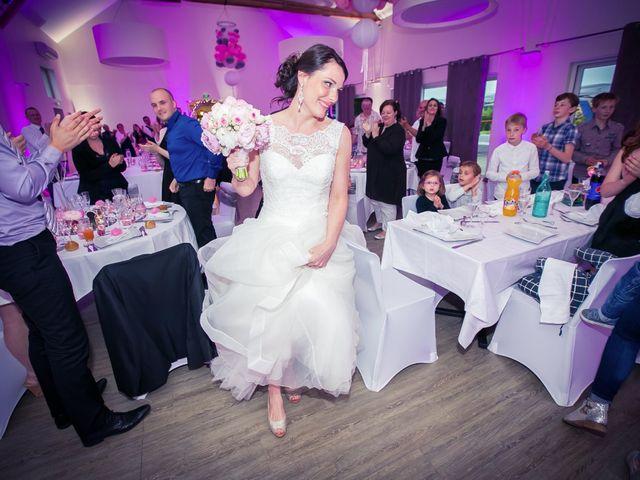 Le mariage de Matthieu et Lise à Lusignan, Vienne 84