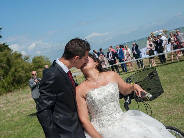 Le mariage de Mathieu et Lina à Île d'Aix, Charente Maritime 32