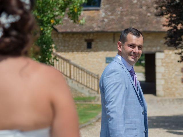 Le mariage de Victor et Elodie à Saint-Omer-en-Chaussée, Oise 10
