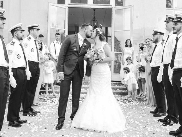Le mariage de Clement et Emilie à Chaumont-en-Vexin, Oise 17
