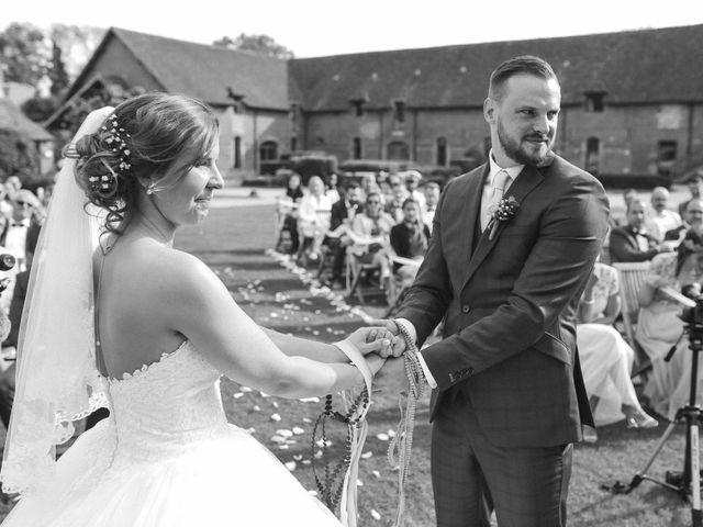 Le mariage de Clement et Emilie à Chaumont-en-Vexin, Oise 21