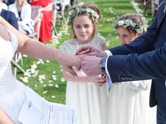 Le mariage de Clement et Emilie à Chaumont-en-Vexin, Oise 25