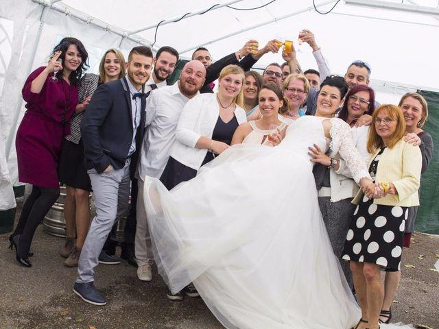 Le mariage de Emily et Kevin à Belleville-sur-Meuse, Meuse 22