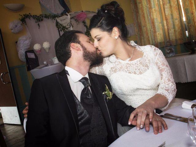 Le mariage de Emily et Kevin à Belleville-sur-Meuse, Meuse 23