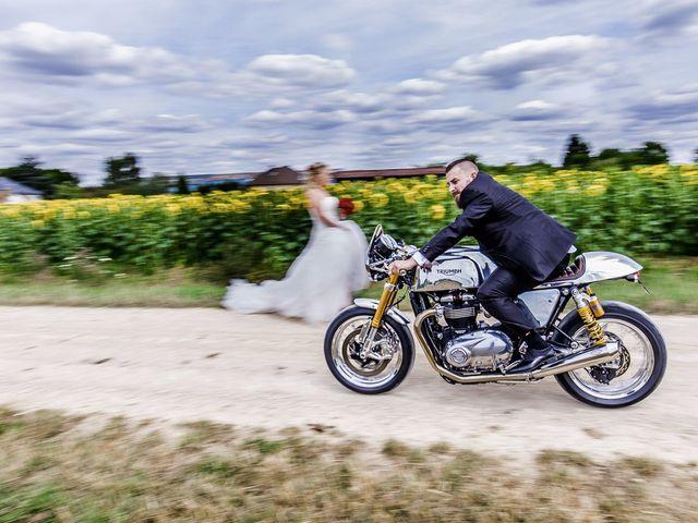 Le mariage de Alex et Anaïs à Mirecourt, Vosges 15