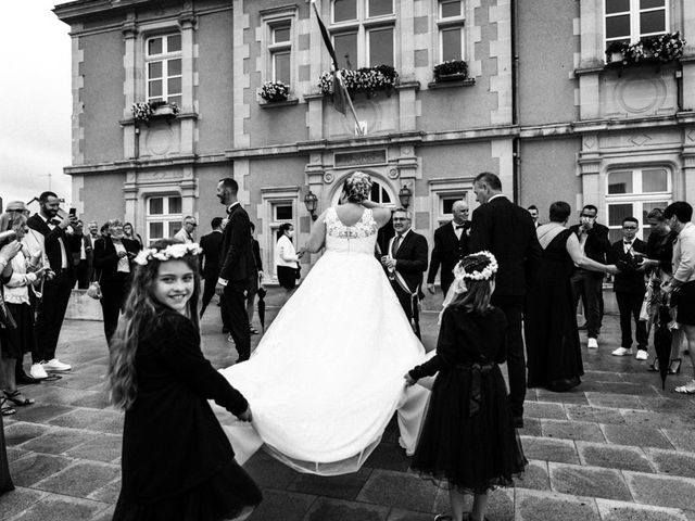 Le mariage de Olivier  et Anaïs  à Andouillé, Mayenne 8