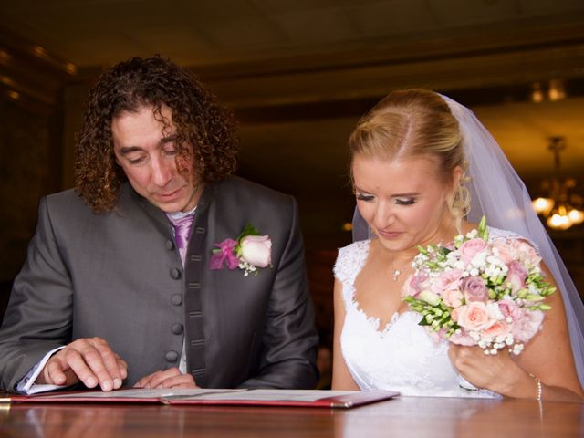 Le mariage de Jean-Charles et Julie à Giremoutiers, Seine-et-Marne 14