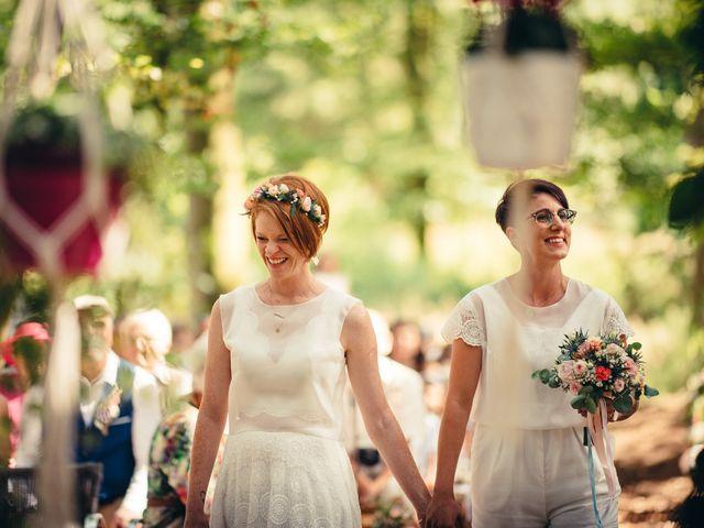Le mariage de Capucine et Christelle à Erckartswiller, Bas Rhin 50