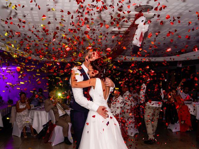 Le mariage de Chris et Amandine à Orliénas, Rhône 16
