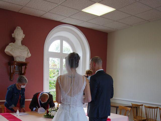 Le mariage de Fabrice et Ombeline à Mosles, Calvados 9