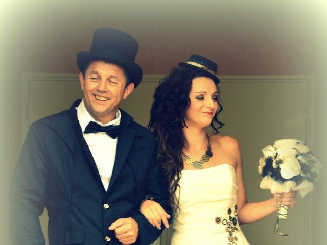 Le mariage de Emilie et Vanessa  à Boulleret, Cher 9