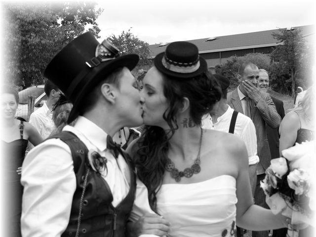 Le mariage de Emilie et Vanessa  à Boulleret, Cher 10